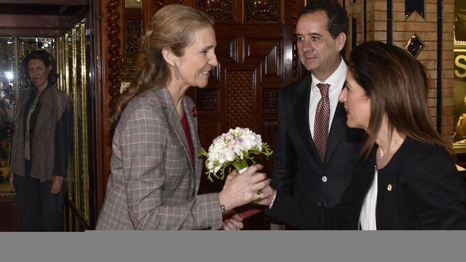 La Infanta, con Carlo Suffredini, director, y María Dolores Muñoz, del hotel.