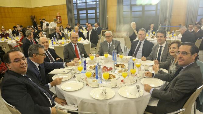 Rafael Domínguez de Gor, junto a todo el equipo directivo de Santander que acudió al acto.