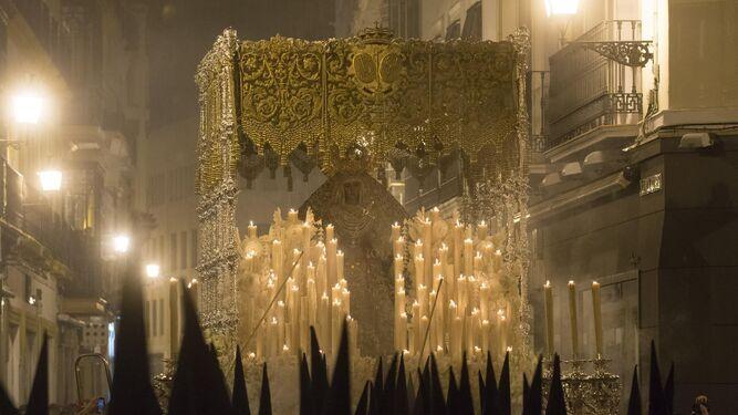 Notas sobre un conflicto histórico en el orden procesional de la Madrugada