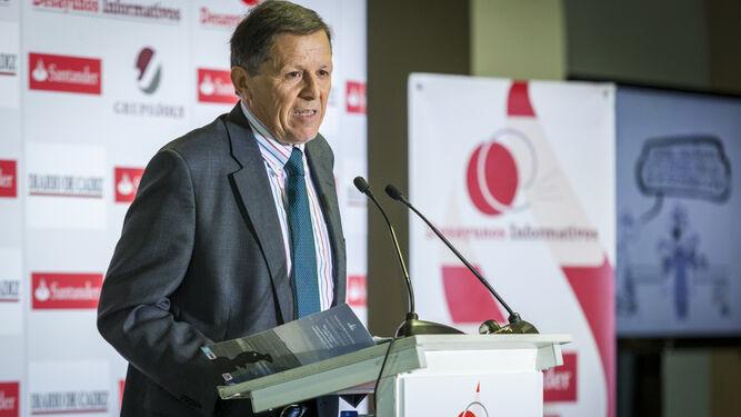 El presidente de la Autoridad Portuaria de Cádiz, José Luis Blanco, en un momento de su intervención, ayer, en el Palacio de Congresos.