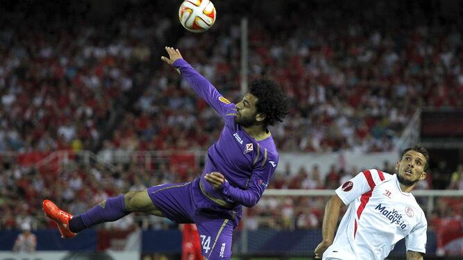 Salah salta con Carriço en las semifinales de la Europa League 2015.