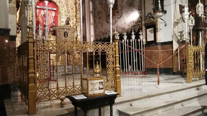 La urna para el Fondo Santa Ángela está durante todo el año al pie del presbiterio.