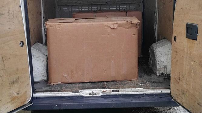 Las cajas intervenidas por la Guardia Civil.