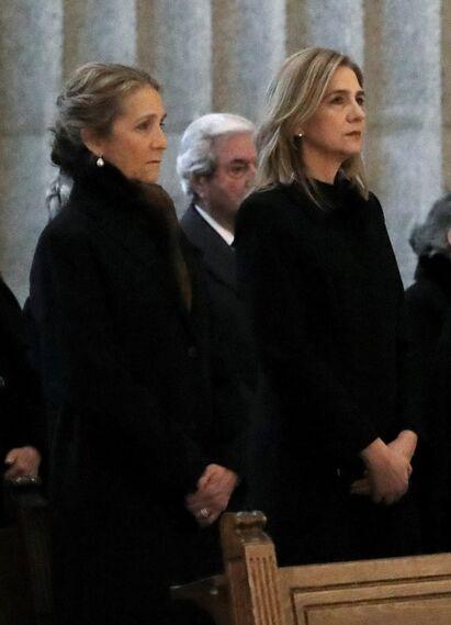 La misa por el 25 aniversario de la muerte de don Juan de Borbón, en imágenes