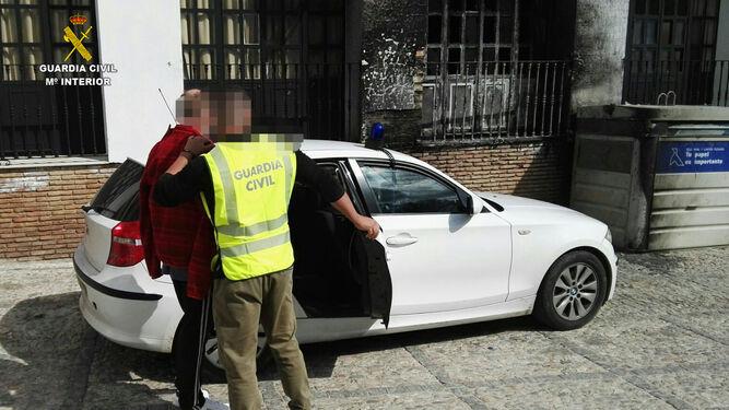 Momento de la detención por parte de la Guardia Civil.