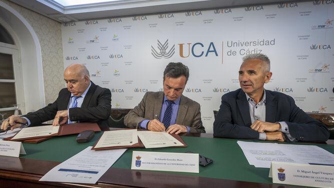De izquierda a derecha, Agustín Rubiales, Eduardo González Mazo y Miguel Ángel Vázquez.