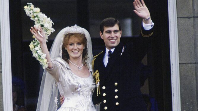 Sarah Ferguson y el príncipe Andrés, el día de su boda.