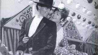 Ángel Peralta con Mariso en 'Cabriola' (1965).