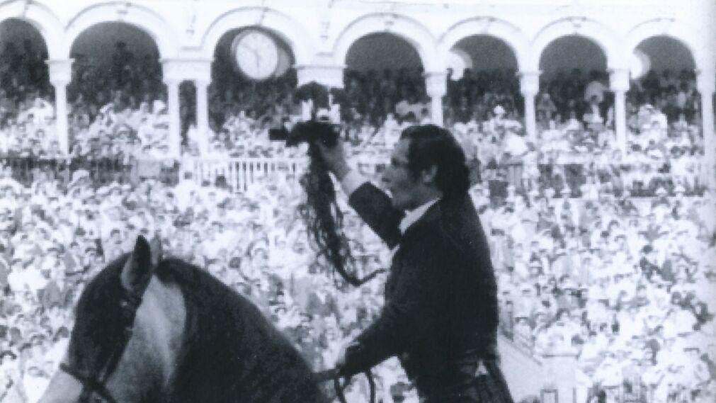 Éxito histórico el 24 de abril de 1971, cortando cuatro orejas y un rabo.