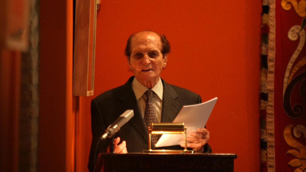 Presentación en Sevilla de su libro 'Desde mi caballo', en 2005.