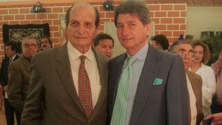 Con su hermano Rafael.