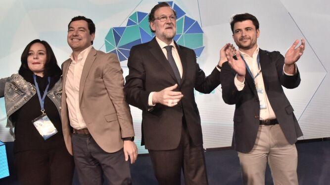 Mariano Rajoy junto a Virginia Pérez, Juanma Moreno y Beltrán Pérez.
