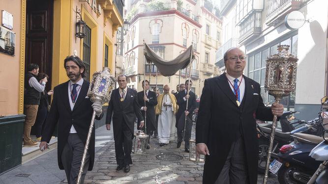 La procesión de impedidos por las calles del Arenal.