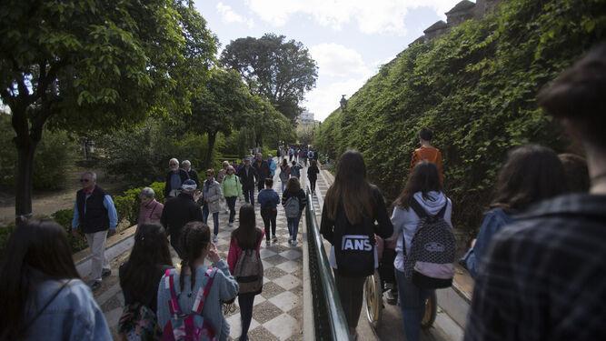 Antonio El Bailarín da nombre al paseo que parte del Callejón del Agua hasta los Jardines de Murillo.