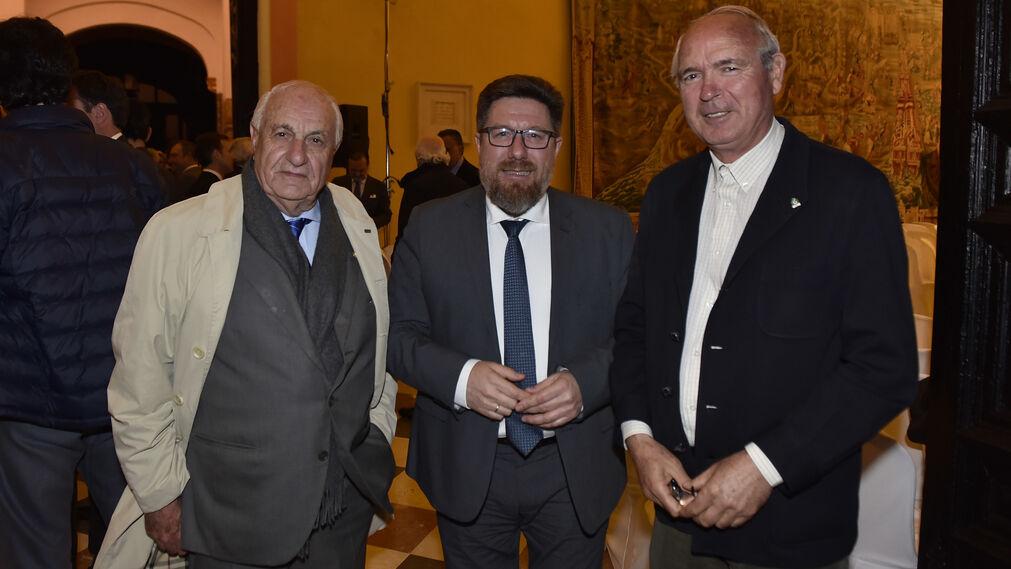 El empresario Juan Ramón Guillén, Rodrigo Sánchez Haro, consejero de Agricultura, y Francisco Casero.