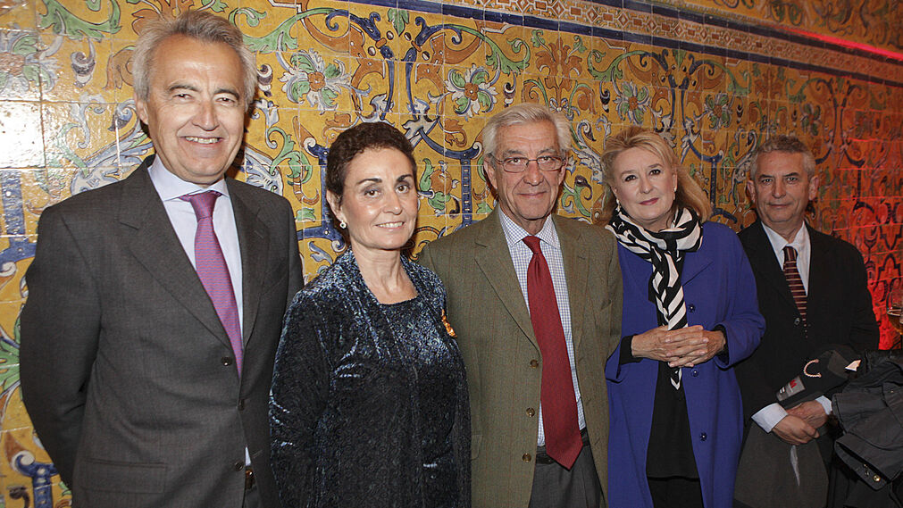 El notario Pablo Gutiérrez-Alviz, Concha Velasco, Fernando Ibáñez, Lola Cano y Alonso Riejos.