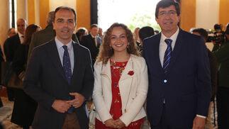 Javier Millán, portavoz municipal de Ciudadanos en Sevilla; Marta Escrivá, parlamentaria autonómica, y Juan Marín, líder de Ciudadanos en Andalucía.