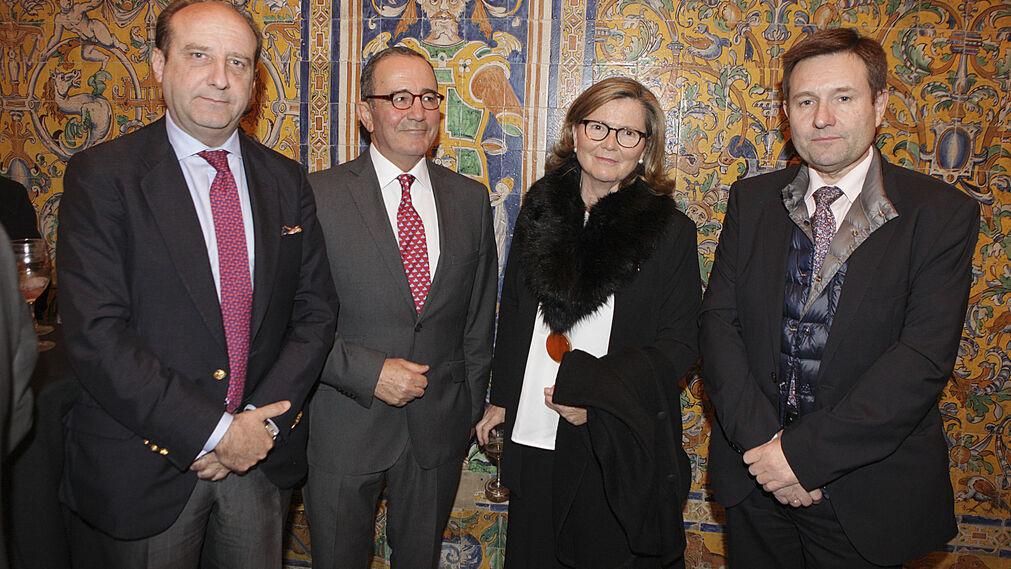 El abogado Joaquín Moeckel, el teniente general Juan Gómez de Salazar, Paloma Cordero y Juan Lara, delegado de la Agencia Efe.