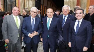 Tomás Valiente Manuel Jiménez Barrios,, Antonio Pascual, Francisco Herrero, presidente de la Cámara de Comercio de Sevilla, y Rafael Herrador.