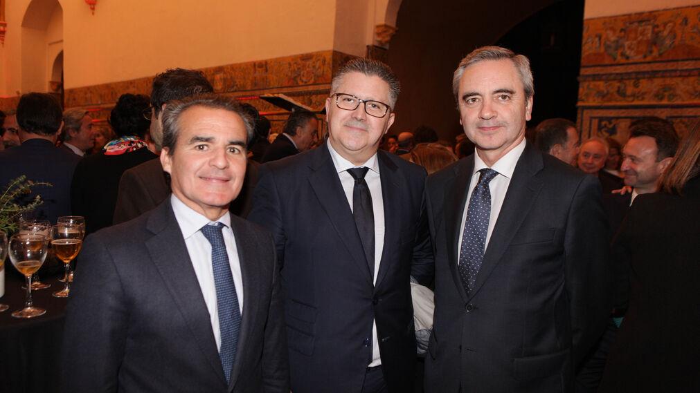 Rafael Herrador, director de Caixabank en Andalucía; Antonio Martín, director general de Martín Casillas, y José Ángel Hernández, director de Empresas de Caixabank en Andalucía.