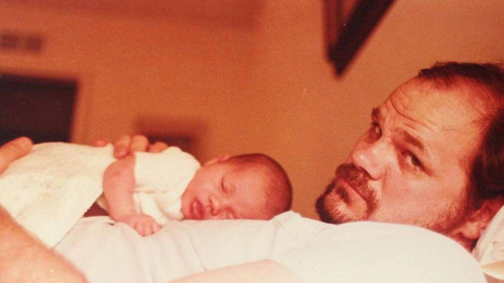 Recién nacida, con papá.