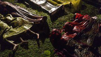 Los cuerpos de los refugiados Rohingya después de que el bote en el que intentaban huir de Myanmar se hundiera a unos ocho kilómetros de Inani Beach, cerca de Cox's Bazar, Bangladesh, el 28 de septiembre de 2017. Alrededor de 100 personas estaban en el barco antes de zozobrar y solo 17 sobrevivieron. Patrick Brown  gana el primer premio de la categoría 'General News'
