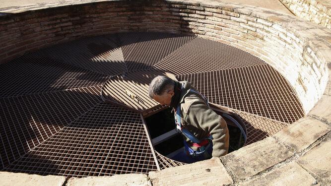 Entrada a la mazmorra de Grande del Secano de la Alhambra.