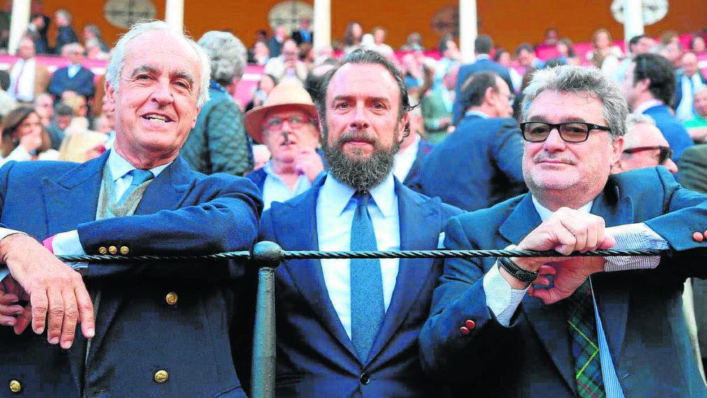 Pepe Cobo, galerista de arte, José María Fernández Capitán (Restalia) y el doctor Celso Pareja Obregón.