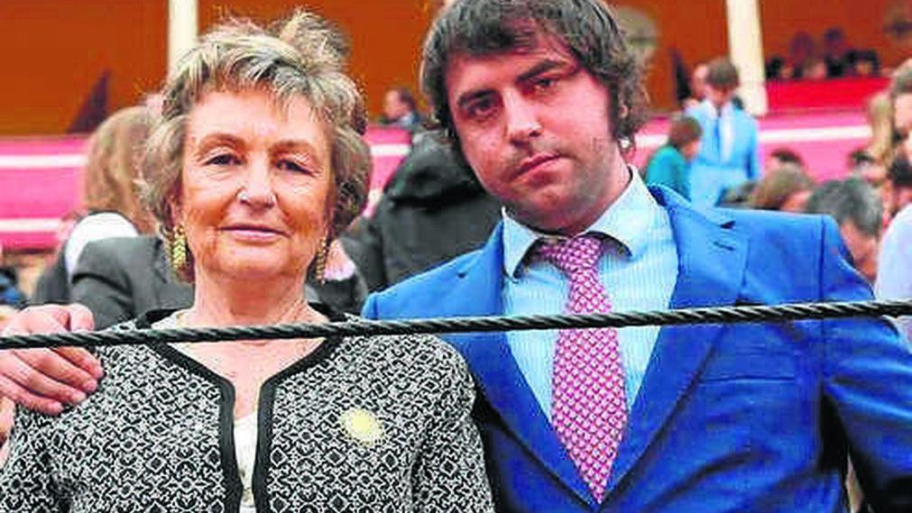 María Encarnación Rizo y su hijo Carlos Peralta.