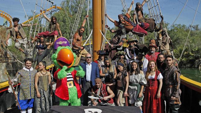 Los diferentes actores de Isla Mágica posan durante la presentación de la temporada.