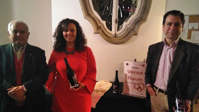 1. José y Pilar Fernández de Mera y Miguel Ángel Alonso son los  creadores de Florum. 2. El diseño de la botella de vermut es un homenaje a Sevilla.