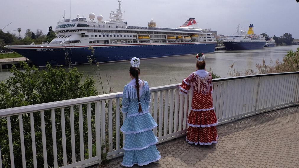 Tres cruceros atracan en el muelle de las Delicias