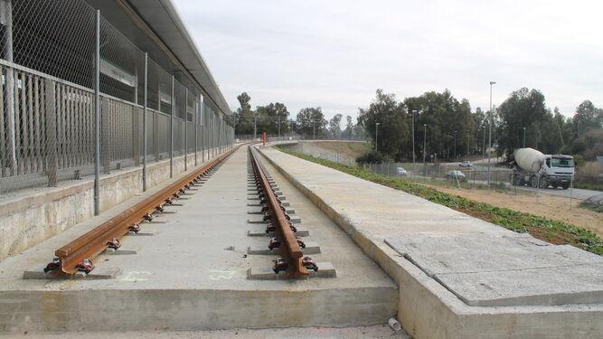 Uno de los pasos superiores del tranvía junto al Parque Tecnológico.