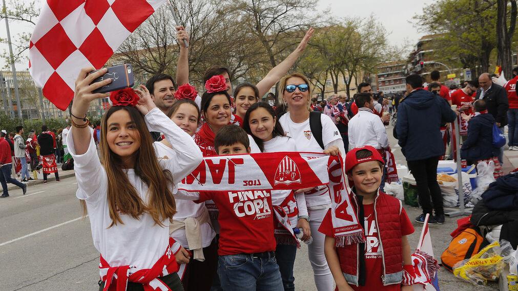 Las imágenes del ambiente en la 'fan zone' del Sevilla