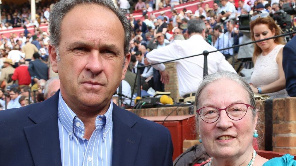 Fernando Fernández-Figueroa y Lore Monning (Presidenta del Club taurino de Nueva York)