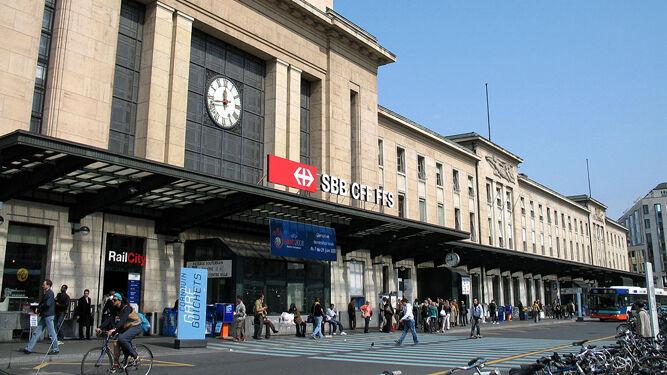 Aspecto de la fachada principal de la estación ferroviaria de Cornavin.