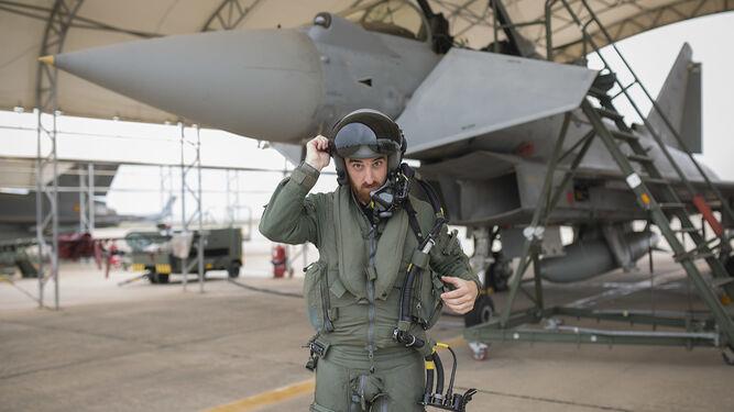 Un piloto de eurofighter se prepara para partir.