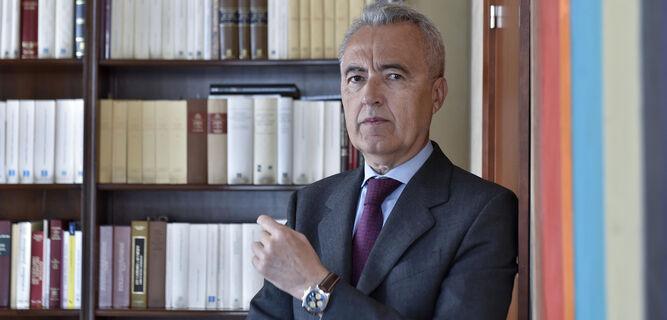 El entrevistado posa para los medios gráficos de 'Diario de Sevilla'.