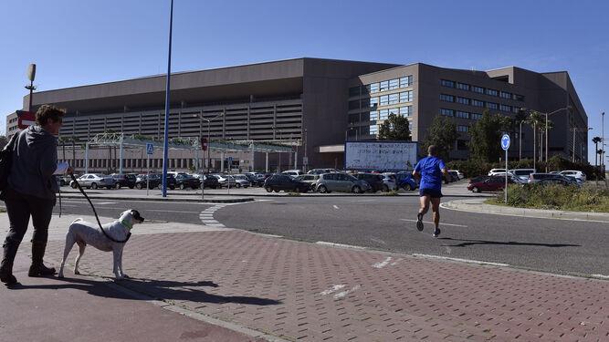 El Estadio de la Cartuja, donde se encuentran los almacenes clausurados.
