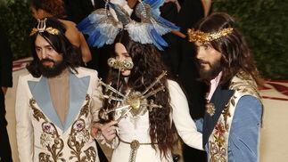 GALA MET 2018. Alessando Michelle, Lana del Rey y Jared Leto de Gucci.