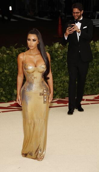 GALA MET 2018. Kim Kardashian de Versace.