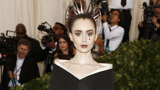 GALA MET 2018. Lilly Collins de Givenchy.