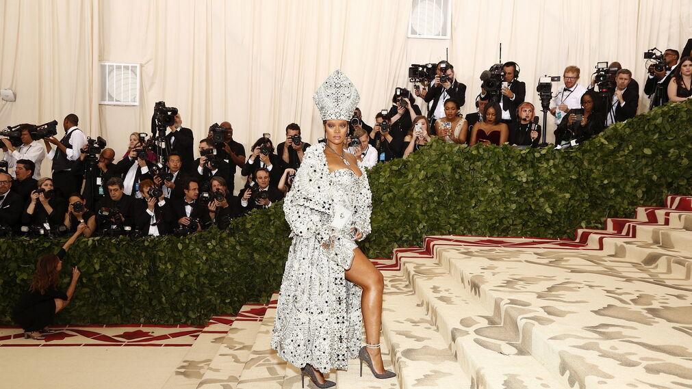 GALA MET 2018. Rihanna de Maison Martin Margiela.