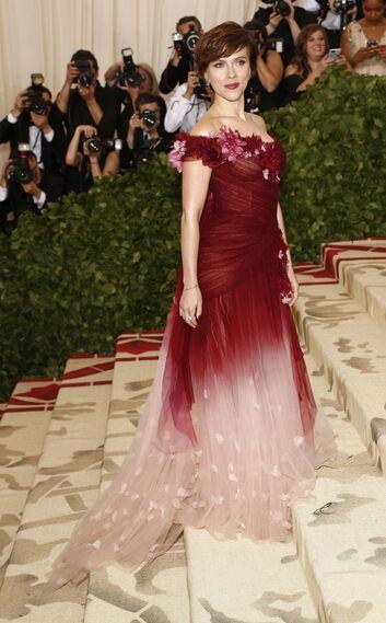 GALA MET 2018. Scarlett Johansson de Marchesa.
