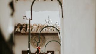 Diseño: Inma Benicio. Estilismo: Javier Villa para Go Eventos. Asistentes de producción: Paula Cuevas, Antonio Jesús Ruiz , Anabel Olmo , Cristina Muñoz. Modelo: Lola Alcocer ( Go Eventos ). Colaboración Especial: Castañer.