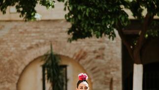 Diseño: José Manuel Valencia. Estilismo: Javier Villa para Go Eventos. Asistentes de producción: Paula Cuevas, Antonio Jesús Ruiz , Anabel Olmo , Cristina Muñoz. Modelo: Lola Alcocer ( Go Eventos ). Colaboración Especial: Castañer.