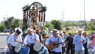 La salida hacia El Rocío de la Hermandad Castrense