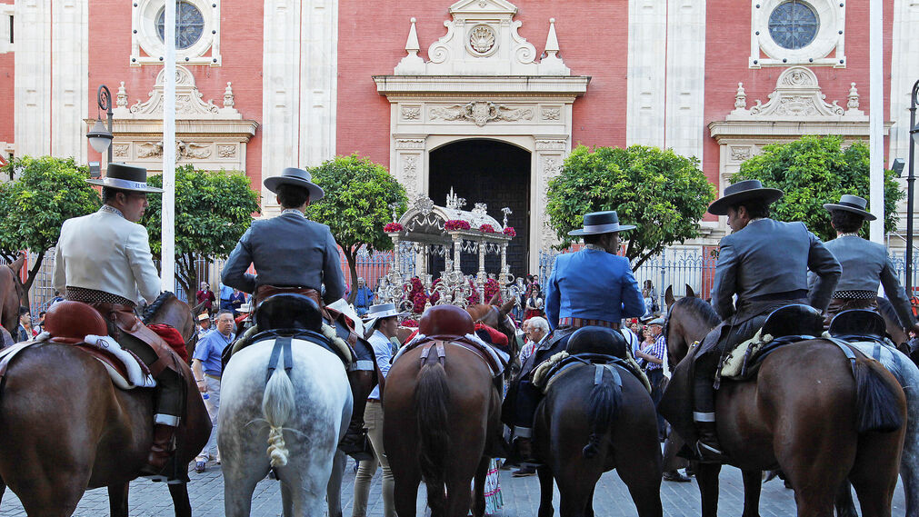 Sevilla y El Viso llenan de romeros el centro