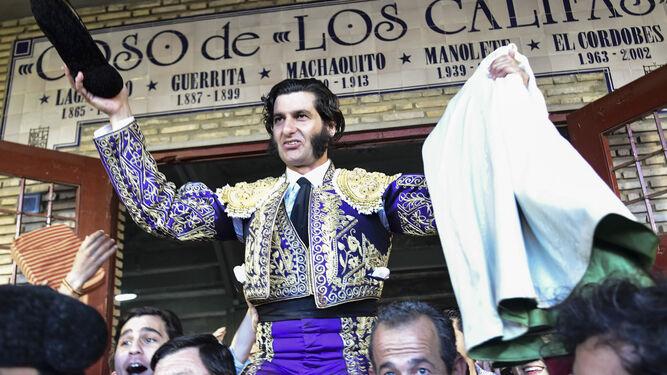 Una foto de Morante cada día - Página 6 Morante-Puebla-hombros-Puerta-Califas_1248786139_85176614_667x375