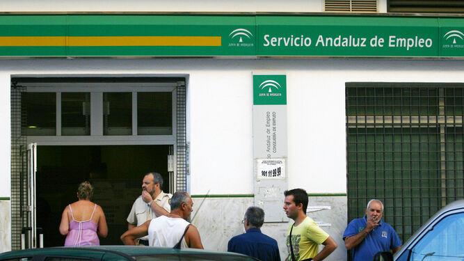 Paro registrado en andaluc a en mayo el paro baja en for Oficina de empleo andalucia